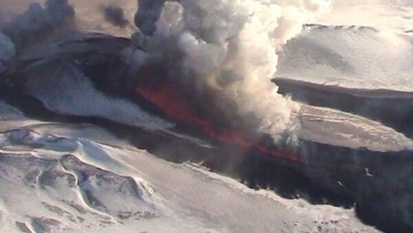 Kamchatka Volcano Erupts After 36-year Sleeping - Sputnik International