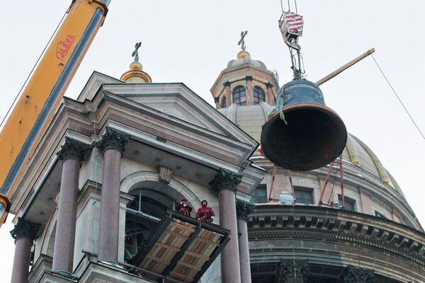 St. Petersburg Cathedral Gets Largest Bell Back - Sputnik International