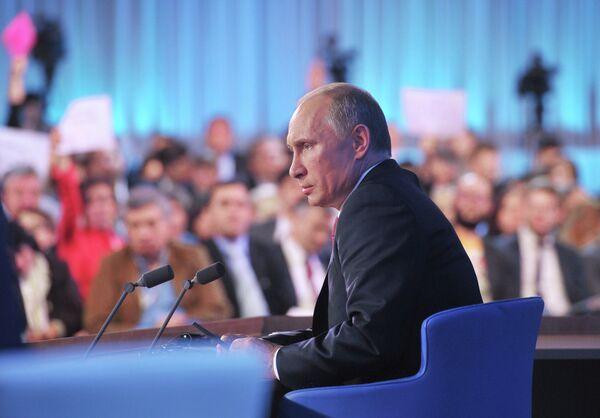 Putin Defends Own Record, Criticizes US in Marathon Q&A - Sputnik International