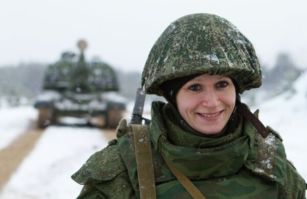 At present, the Russian legislation allows women to serve in the military only under contracts - Sputnik International