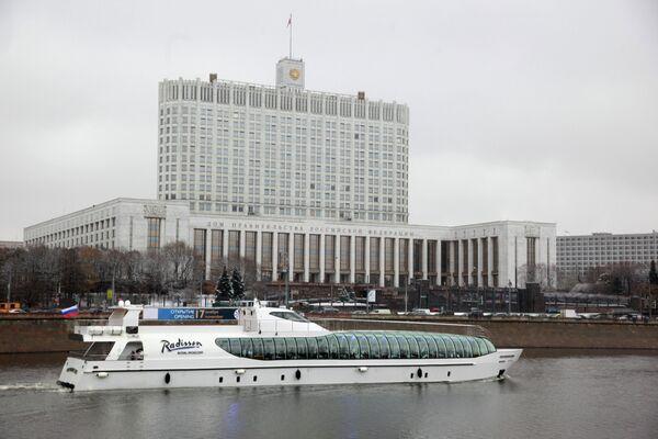 Putin Signs Law Raising Retirement Age for Top Officials  - Sputnik International