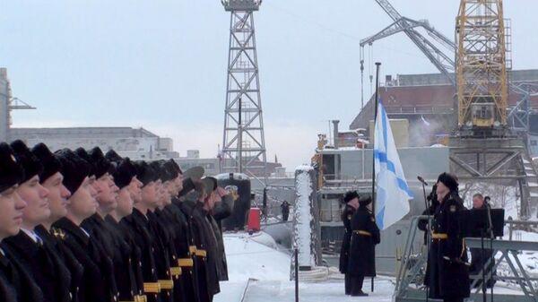 Russian Naval Flag Hoisted Aboard Yury Dolgoruky Submarine - Sputnik International