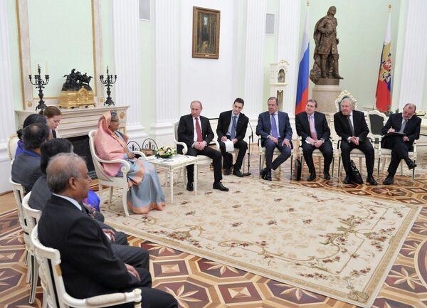 Russia, Bangladesh Ink Arms, Energy Deals - Sputnik International