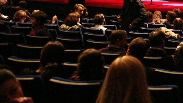 'Tweet Seats': US Theaters Cave to Technology - Sputnik International