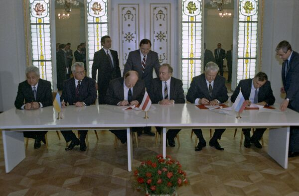 The leaders of Russia, Belarus and Ukraine met in the Belovezhskaya Pushcha Natural Reserve in Belarus in 1991 and signed an agreement, thus founding the CIS - Sputnik International