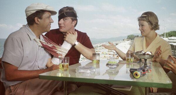 A still from The Diamond Arm movie - Sputnik International
