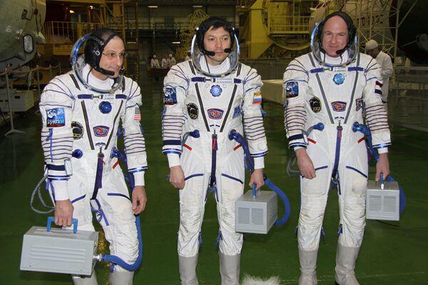 Donald Pettit, Oleg Kononenko and Andre Kuipers - Sputnik International
