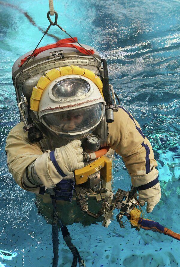 Astronauts Train at the Star City's Hydro Laboratory - Sputnik International