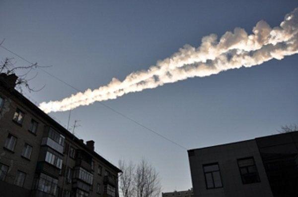 Meteor fragments streaking the sky over Russia's Chelyabinsk Region - Sputnik International