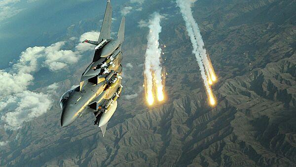 An F-15E Strike Eagle deploys flairs during a mission over Afghanistan - Sputnik International