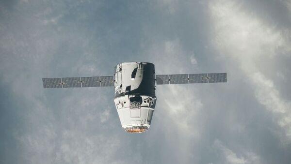 SpaceX Dragon Capsule Docks at Space Station - Sputnik International