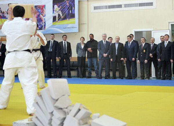 Putin, Steven Seagal Open Martial Arts Center - Sputnik International
