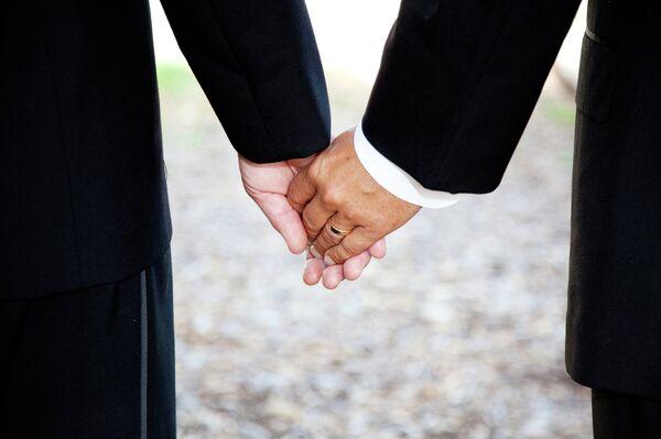 Russian Court Says Refusal to Register Same-Sex Marriage Was Unlawful - Sputnik International