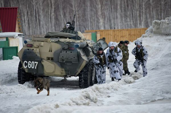 Special Police Forces Show Off in the Snow - Sputnik International