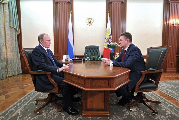 Russian President Vladimir Putin meets Gazprom CEO Alexei Miller on April 3, 2013 - Sputnik International