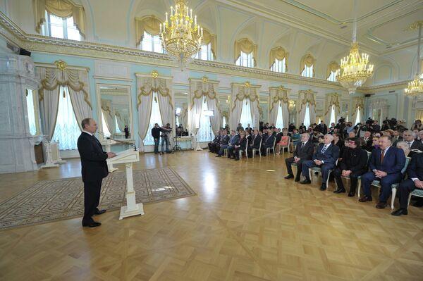 Putin Hands Out First Soviet-Style Awards - Sputnik International