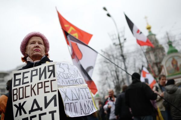 Protesters March in Moscow on Eve of Anti-Putin Rally - Sputnik International