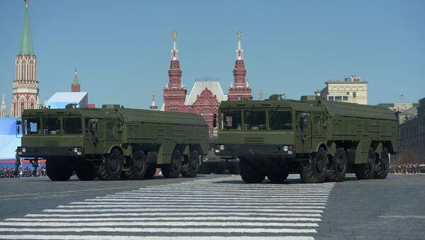 Оперативно-тактический ракетный комплекс ПУ Искандер-М проходит по Красной площади во время генеральной репетиции парада Победы - Sputnik International