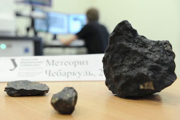 Tiny Chelyabink Meteorite Fragment Found, Big to Be Lifted Soon - Sputnik International