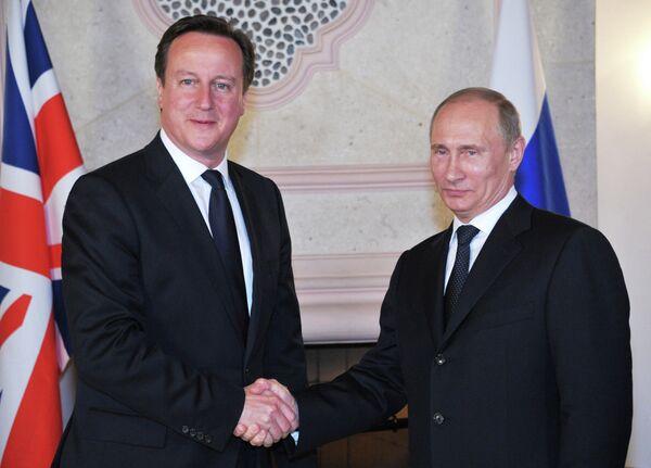 Russian President Vladimir Putin and UK Prime Minister David Cameron (archive) - Sputnik International