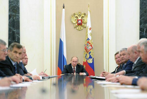Putin Criticizes ISAF for Afghan Drug Threat Inaction - Sputnik International