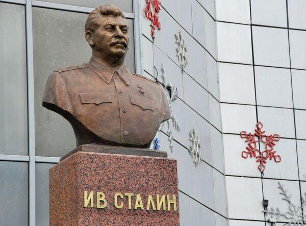 Stalin Bust Unveiled in Siberia - Sputnik International