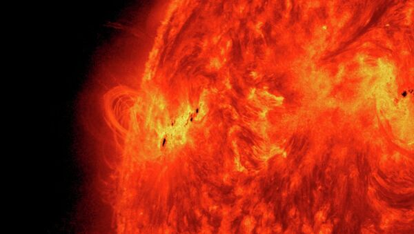 A massive solar flare erupts on May 15, 2013 as the Sun ramps up to peak solar activity. - Sputnik International