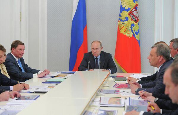 Putin Calls on Shipbuilder to Speed Up Naval Deliveries - Sputnik International