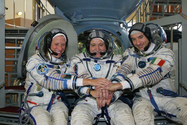 Karen Nyberg, Fyodor Yurchikhin and Luca Parmitano - Sputnik International