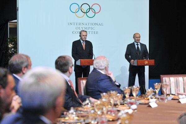 International Olympic Committee president Jacques Rogge and Russian President Vladimir Putin - Sputnik International