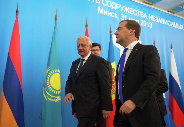 Medvedev Urges Ukraine to Join Customs Union - Sputnik International