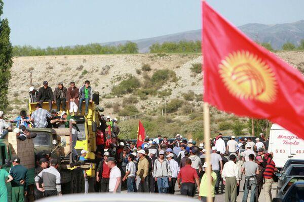 Kyrgyz Gold Mine Resumes Operations after Mass Protests - Sputnik International