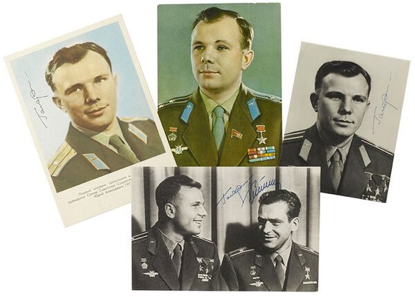 Signed postcards showing cosmonaut Yuri Gagarin are expected to fetch at least $1,000 at the auction in New York. - Sputnik International