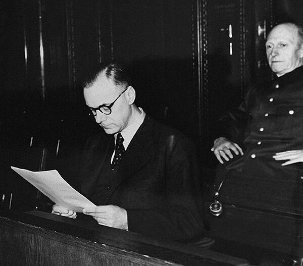 Alfred Rosenberg reads a document during the Nuremberg war crimes tribunal in 1946. - Sputnik International