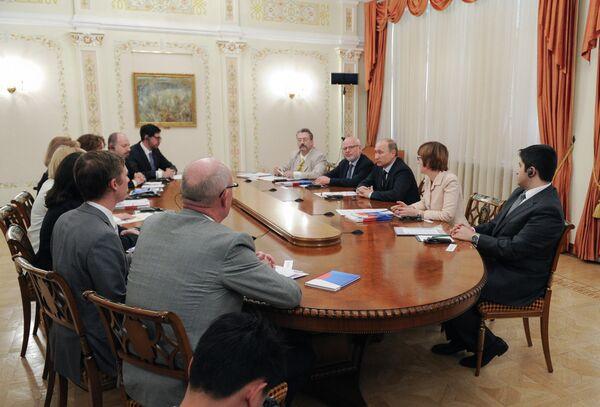 Vladimir Putin at a meeting with representatives of the Civil 20 Summit - Sputnik International