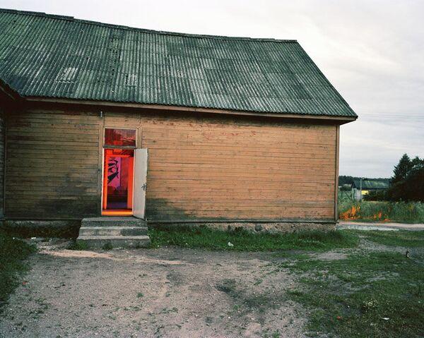 Andrew Miksys' 2008 photo of a disco in the Lithuanian village of Naujas Strunaitis. - Sputnik International