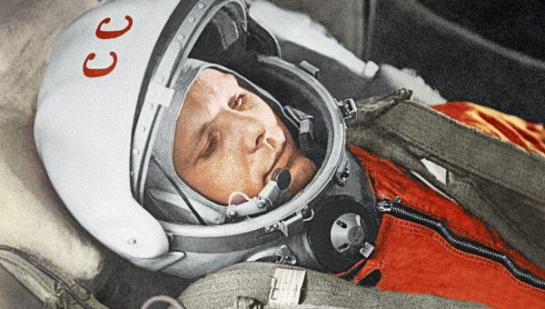 Russian astronaut Yuri Gagarin prepares for a space flight in 1961. - Sputnik International