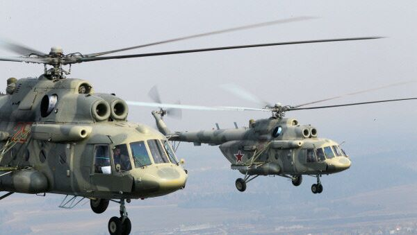 Russia's MI-17 helicopters flying above Moscow - Sputnik International