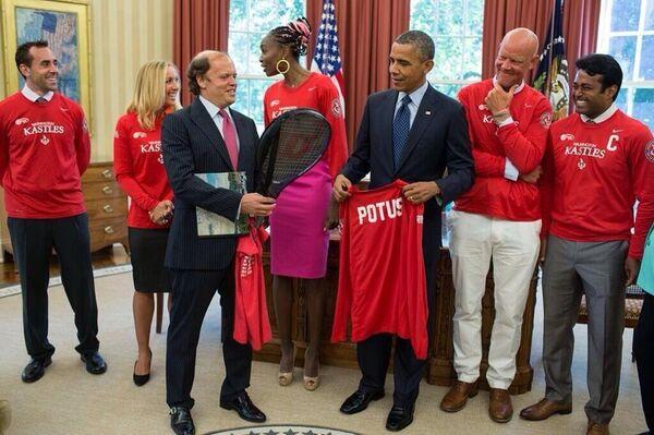 Anastasia Rodionova, second from left, and her teammates meet US President Obama at the White House on Monday. - Sputnik International