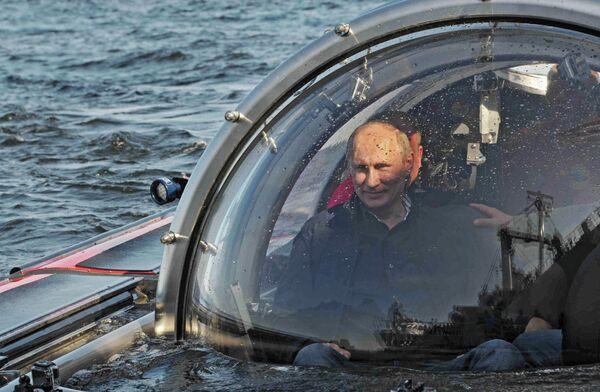 Putin Takes 'Subsea Limousine' to Sunken Ship in Baltic Sea - Sputnik International