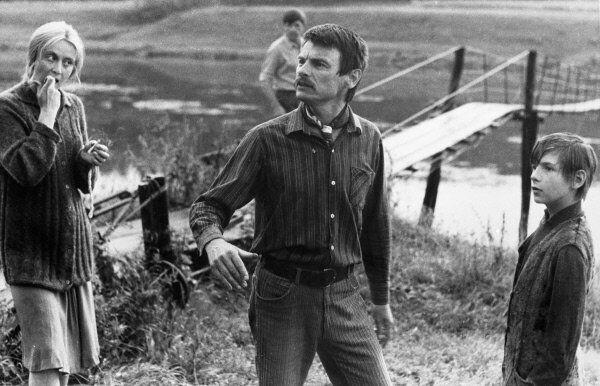 Soviet film director Andrei Tarkovsky, center, shoots the film The Mirror in 1974. - Sputnik International