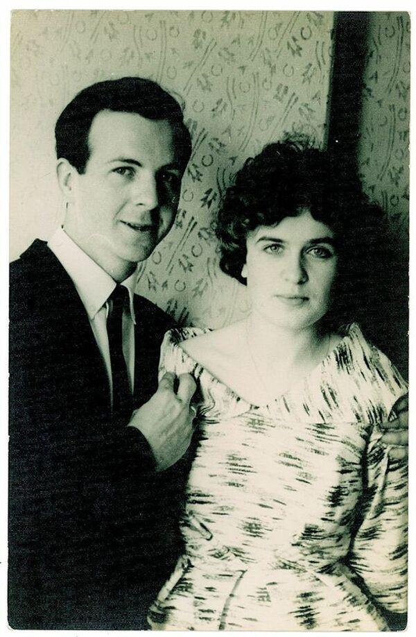 Lee Harvey and Marina Oswald on their wedding day. - Sputnik International