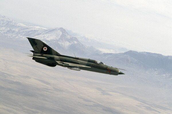 A Soviet-made MiG-21 fighter jet flies over Afghanistan. - Sputnik International