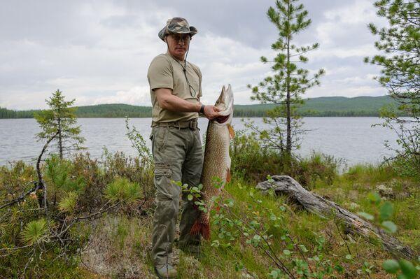 Vladimir Putin and Dmitry Medvedev Holiday in Siberia - Sputnik International