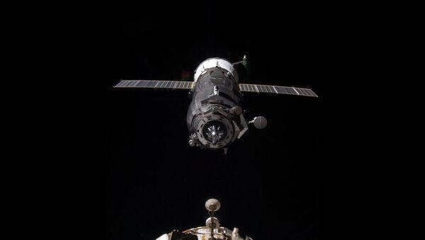 An unpiloted Progress resupply vehicle approaches the International Space Station (Archive) - Sputnik International