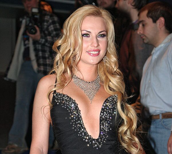 Ukrainian pop star Kamaliya, seen here in Moscow in 2010, will be featured in a new reality show about London's wealthy émigrés from the former Soviet Union. - Sputnik International