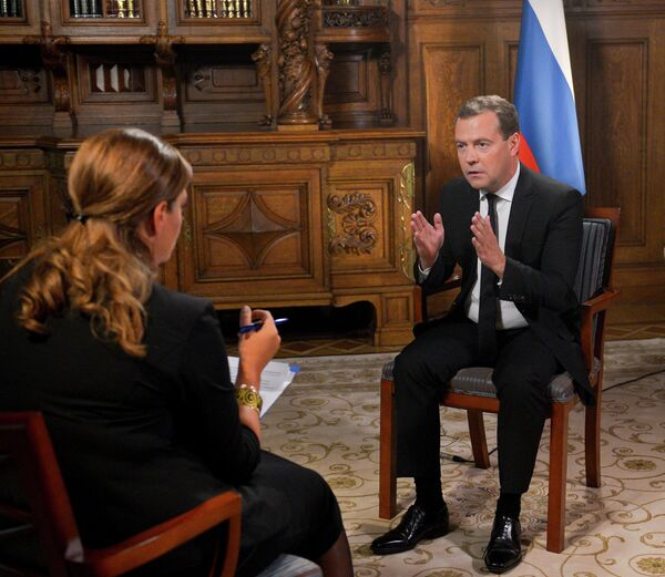 Russian Prime Minister Dmitry Medvedev gestures during an interview with Georgia's Rustavi-2 television channel - Sputnik International