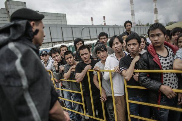 Russians Want Tougher Immigration Laws – Poll - Sputnik International