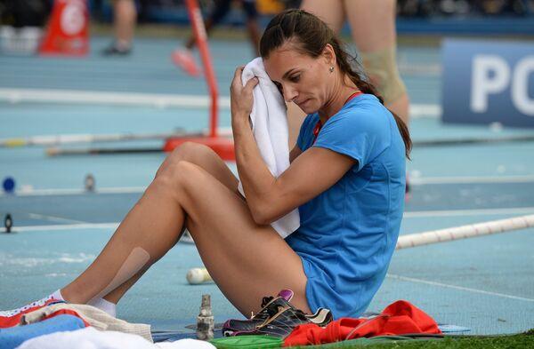 Pole Vault Queen Isinbayeva Backtracks on Retirement Vow - Sputnik International