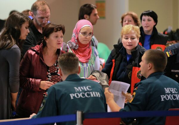 First group of Russian and CIS nationals arrives from Syria, Domodedovo Airport, Moscow, August 27, 2013 - Sputnik International